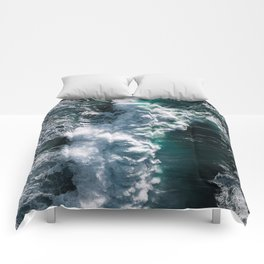 Crashing ocean waves - Ireland's seascapes at sunset Comforters