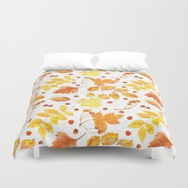Watercolor autumn leaves seamless pattern on white background. Maple leave, hawthorn leave, birch le Duvet Cover