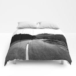 Road through the Glen - B/W Comforters