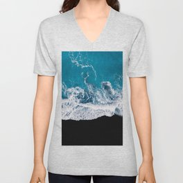 Black sand beach with waves and blue Ocean in Iceland – Minimal Photography Unisex V-Neck