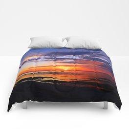 Between Sky and Earth Comforters