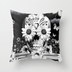 Dreaming of daisies Throw Pillow