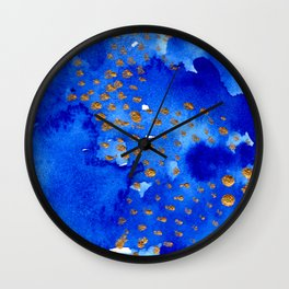 gold snow I Wall Clock