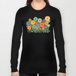 Cat in flower garden Langarmshirt