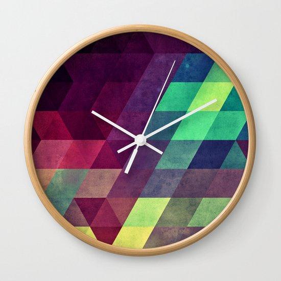 Vynnyyrx Wall Clock