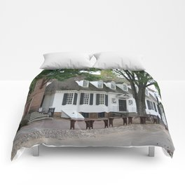 White Clapboard House - Colonial Williamsburg Comforters