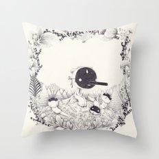 l'enfant loutre Throw Pillow