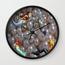 Sirenas y Perlas  Wall Clock