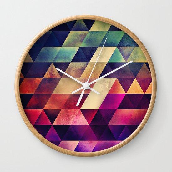 yvyr yt Wall Clock