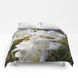 Bee on its back Comforters