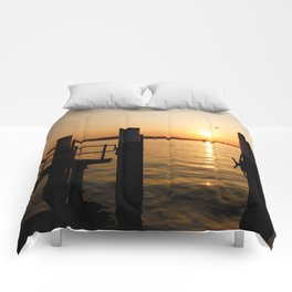 Summer feeling at the harbor Comforters