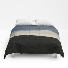 Vigilant guanaco Comforters