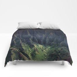 Breathtaking Hawaii Hanging Over Coastal Cliffs Comforters