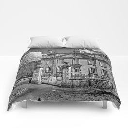 Harrington House. B&W Comforters