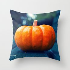 Park bench pumpkin Throw Pillow