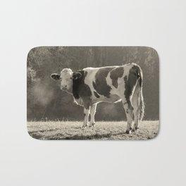 Cow in Field Badematte