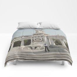 Hemiciclo a Juarez Comforters