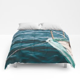 BOAT - WATER - SEA - PHOTOGRAPHY Comforters