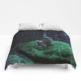 Grasping Moonlight Comforters