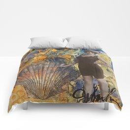 Coney Island Clam Photo Op Comforters