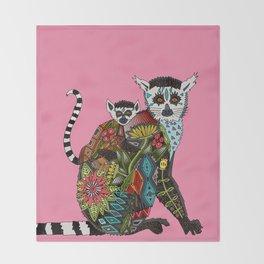 ring tailed lemur love pink Throw Blanket