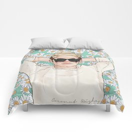 Niall daisies field Comforters