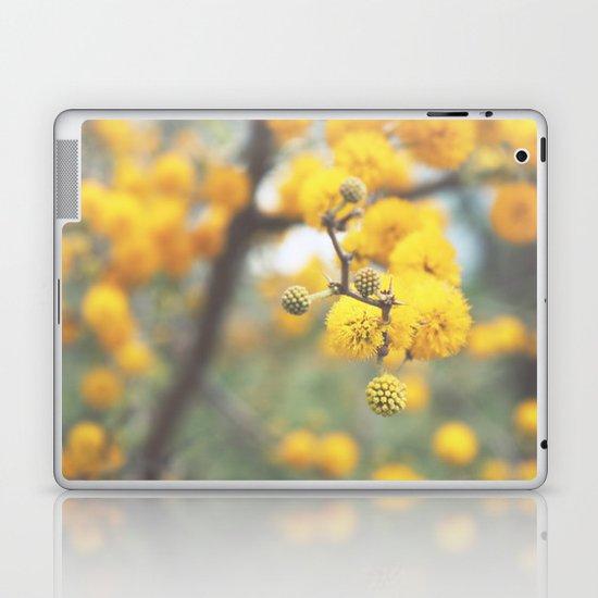 pollen infestation ... don't breathe! Laptop & iPad Skin