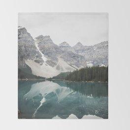 Moraine lake Throw Blanket