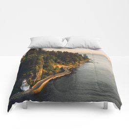 A Curvy Park - Vancouver, British Columbia, Canada Comforters
