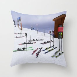 Skiers can't read ;o) Throw Pillow