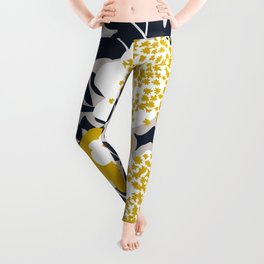 Scandinavian flowers greet you Leggings