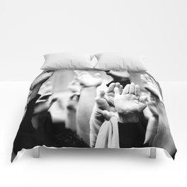 Manos. Comforters