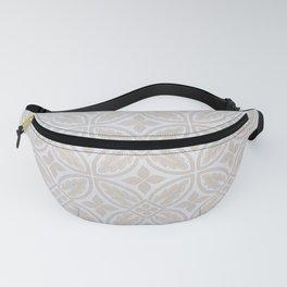 Elegant white ivory geometric quatrefoil pattern Fanny Pack