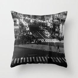 Shibuyacrossing at night - monochrome Throw Pillow