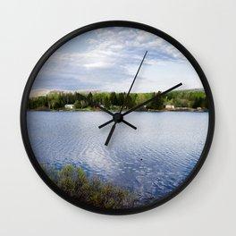 Casa no lago perto de Montreal Wall Clock