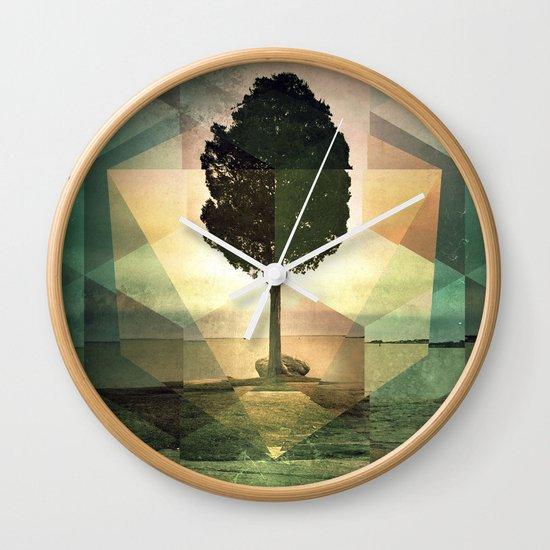 frt phyynyx Wall Clock