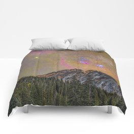 The rise of Orion over Vermillion Peak Comforters