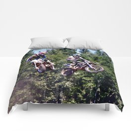 Closing In - Motocross Racers Comforters