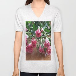 ROSES ARE LOVE Unisex V-Neck