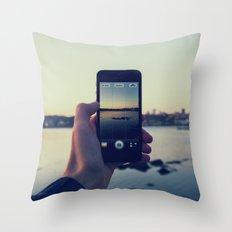 iPhoneogrpahy Throw Pillow