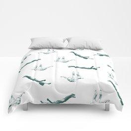 Free falling in green Comforters