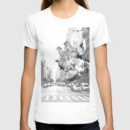 Black and White Selfie Giraffe in NYC T-shirt