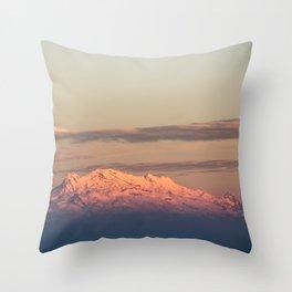 Volcán Iztaccíhuatl Throw Pillow