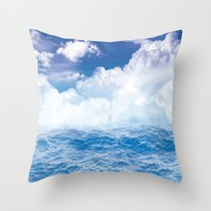 Wolken über dem Meer Throw Pillow