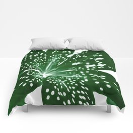 Lily Infrared In Green Comforters
