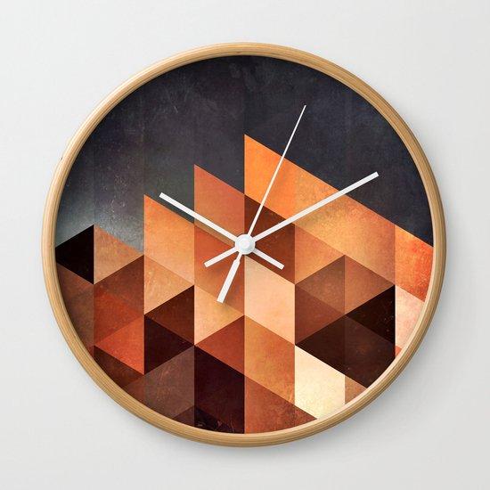 dyymd ryyyt Wall Clock