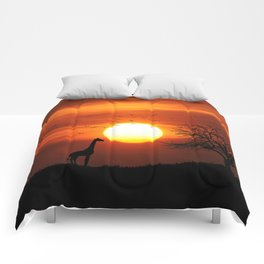 Giraffe sundown Comforters