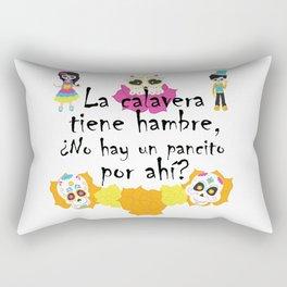 La calavera tiene hambre, ¿no hay un pancito por ahí? Mexican Trick or Treat saying Rectangular Pillow