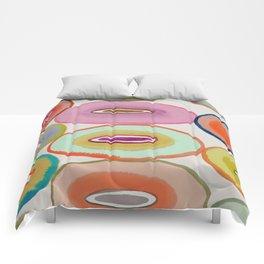 circled around Comforters