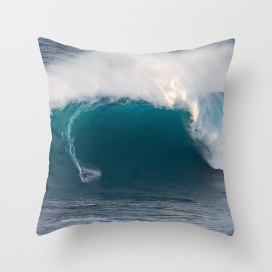 "Surfing ""Jaws"" (Pe'ahi) Throw Pillow"